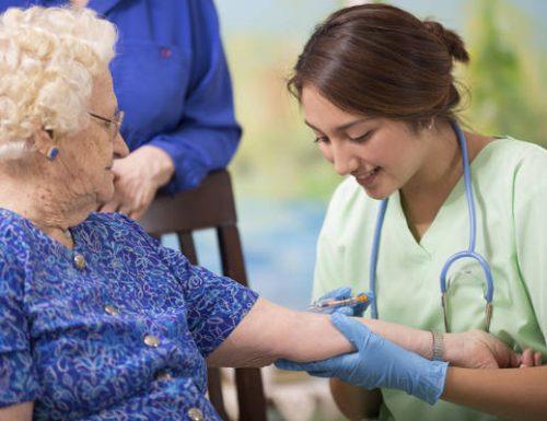 Vaccini. La speranza che dobbiamo agli anziani.