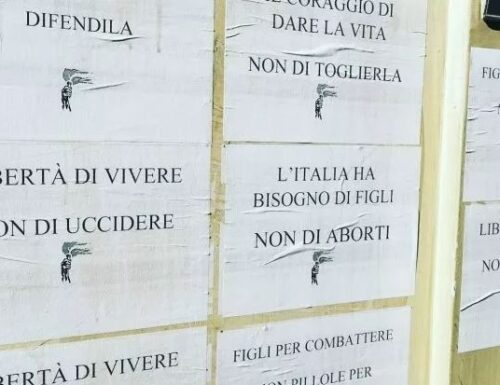 """Torino, manifesti choc contro l'aborto sull'ospedale Valdese: """"Figli per combattere, non pillole per morire""""."""