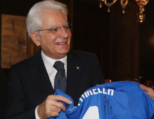 """Mattarella agli eroi di Wembley: """"Avete reso onore allo Sport"""". Draghi: """"Gli Azzurri hanno unito l'Italia""""."""